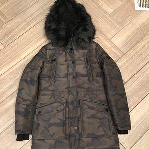 BCBG puffy coat. Brand new condition!